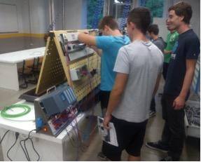 Práctica de control de un ciclo electro-neumático con un autómata Siemens S7-1516