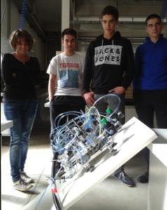 Aurtengo ikasleak aurreko urteko robota probatzen